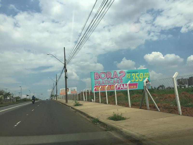 Anúncios em outdoors